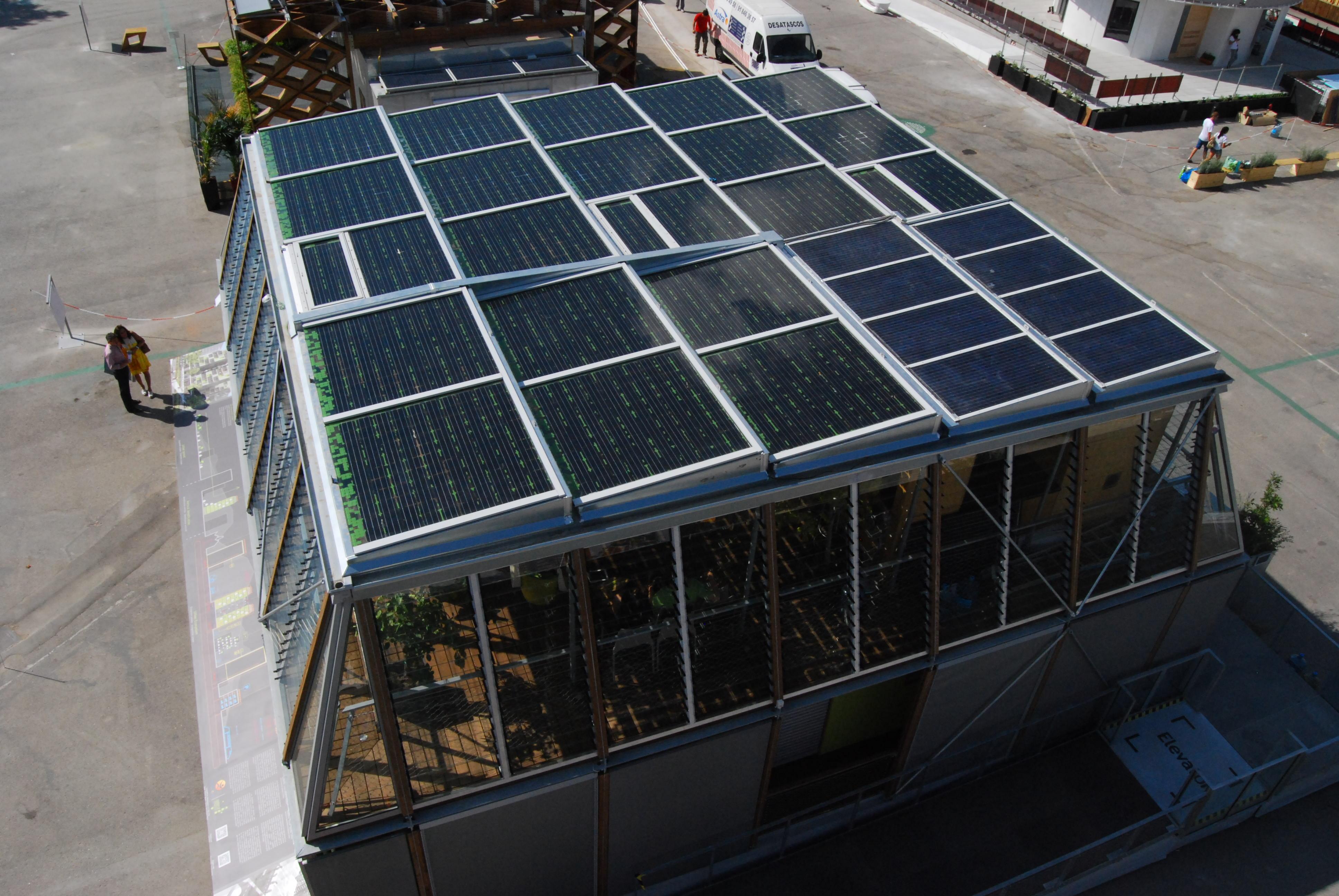 Pose panneaux DualSun sur le toit de Canopea