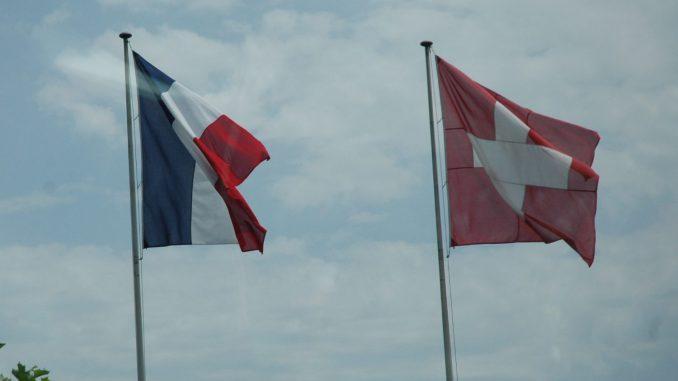 France-Suisse-drapeaux@ER-ECO-SMB-archives